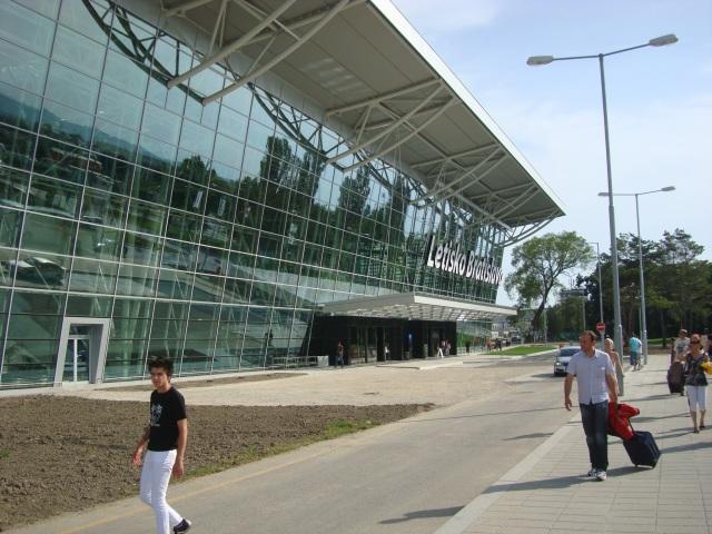 Bratislava Airport Arrivals!!