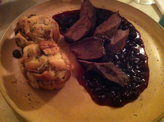 Deer in cranberry sauce with chantarelle buns