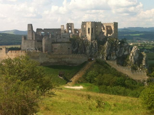 Beckov Castle ©englishmaninslovakia.com